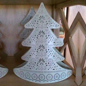 Albero di Natale portacandele in metallo traforato color crema