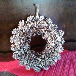 Ghirlanda natalizia di pigne