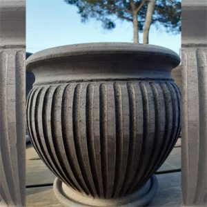 Vaso a righe in terracotta
